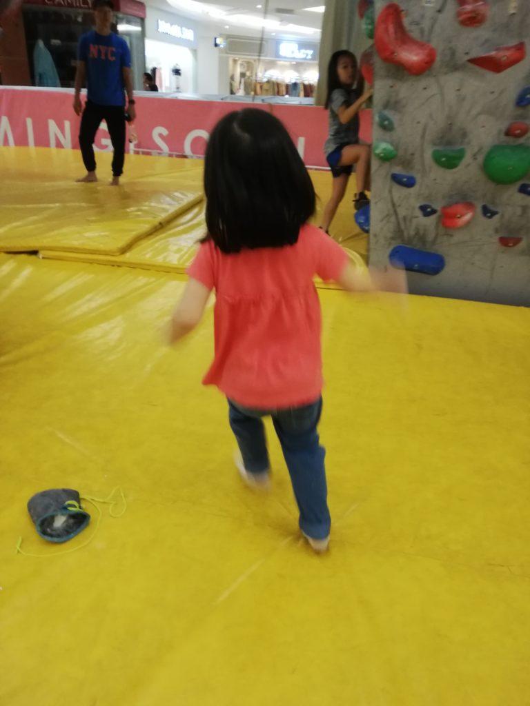 子供とボルダリング